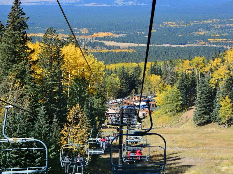 Summer+view+of+the+ski-lift+riders.
