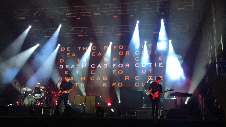 Ben+Gibbered+and+Dave+Depper+performing+for+fans