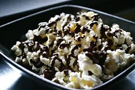 Popcorn drizzle with chocolate